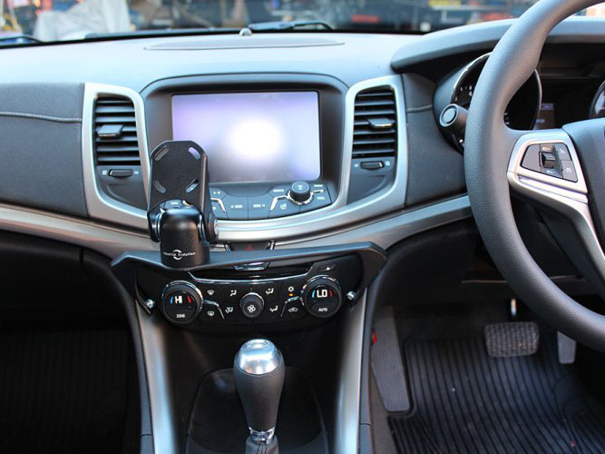 Holden Commodore VF In Dash Mount (2013+)